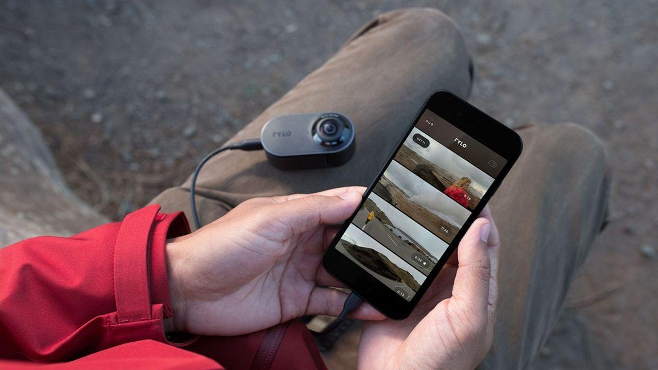 La caméra à 360° Rylo se branche à son mobile pour le transfert des images