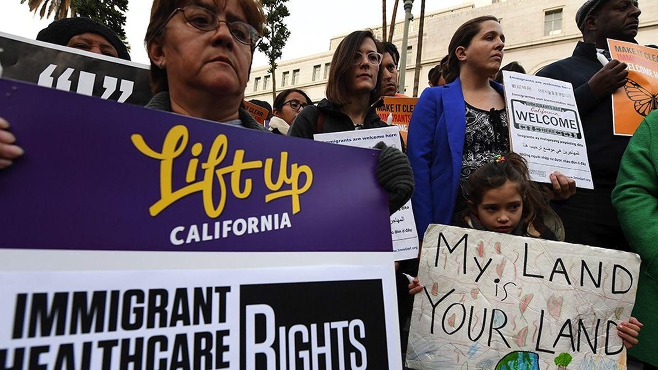 Une manifestation en faveur des droits des immigrants à Los Angeles.