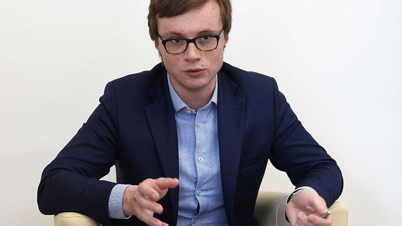 Akes Chmelar était membre du gouvernement précédent de Bohuslav Sobotka. Il a été renommé dans le gouvernement Babis après les élections d'octobre2017.