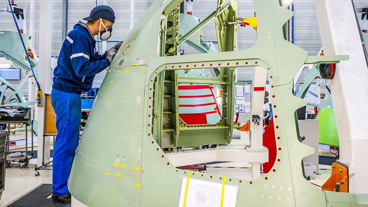Pour les avionneurs, qui font la chasse au poids, les composites, enforcés des fibres de carbone, sont une bonne façon d'alléger leurs appareils.