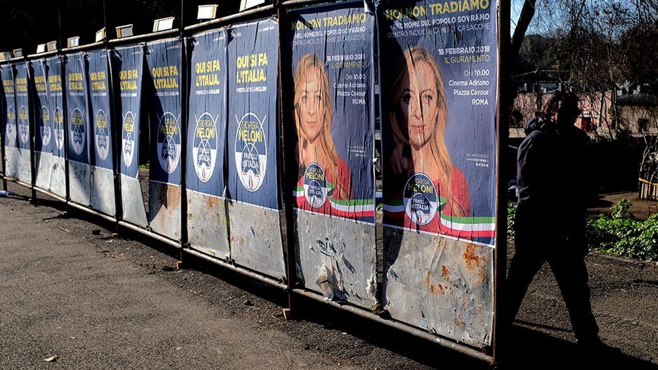 A l'ombre de Silvio Berlusconi et sous la menace d'une poussée de l'extrême droite hostile à l'Union européenne, les Italiens se rendent dimanche aux urnes pour élire leurs députés qui désigneront le prochain chef du gouvernement, sur proposition du chef de l'Etat.
