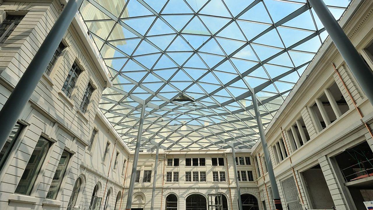 La majestueuse façade Soufflot a été libérée de ses échafaudages mais le chantier est loin d'être terminé dans l'aile principale donnant sur le Rhône