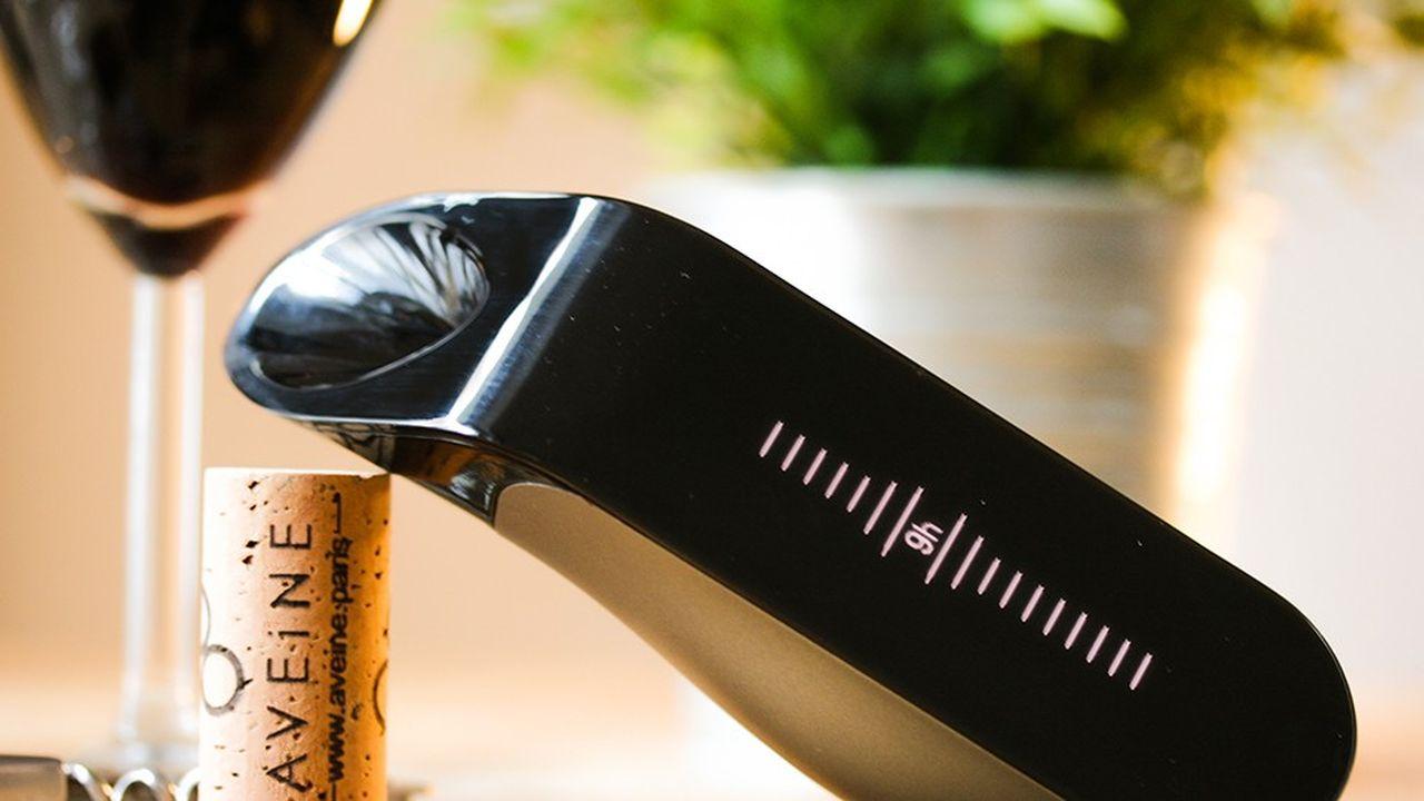 L'aérateur de vin connecté d'Aveine permet un service immédiat du vin sans décantation.