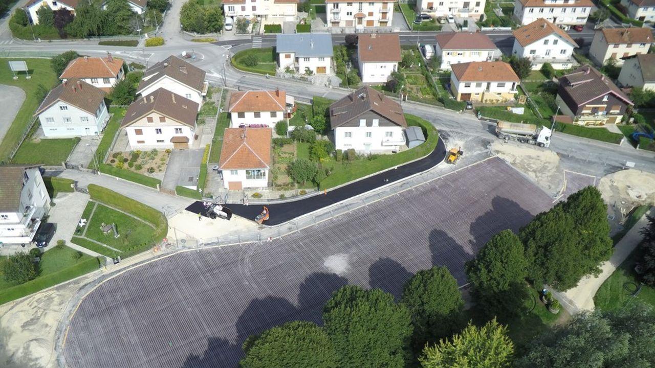 Le parking du lycée Xavier Marmier, à Pontarlier, teste la Power Road depuis le 15 janvier.