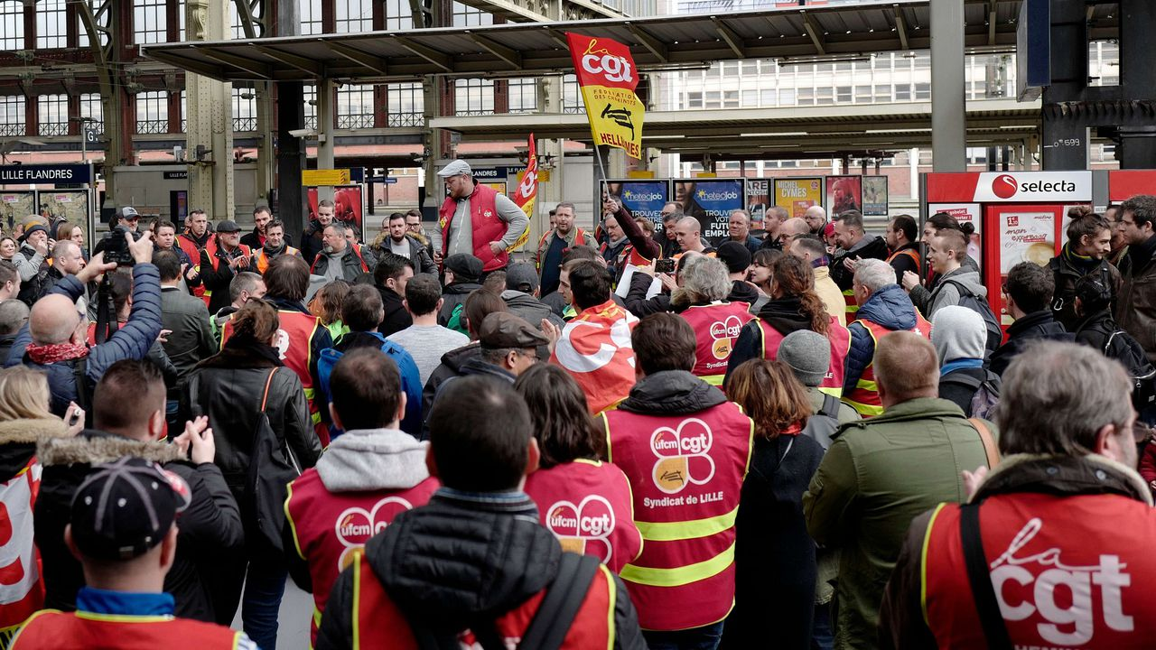 2165723_en-france-les-syndicats-sont-a-bout-de-souffle-181100-1.jpg