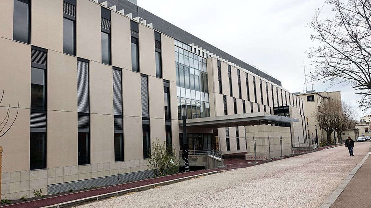 Bâtiment H de l'hôpital Edouard Herriot, pierre angulaire de la phase 1 du projet de modernisation de l'hôpital.