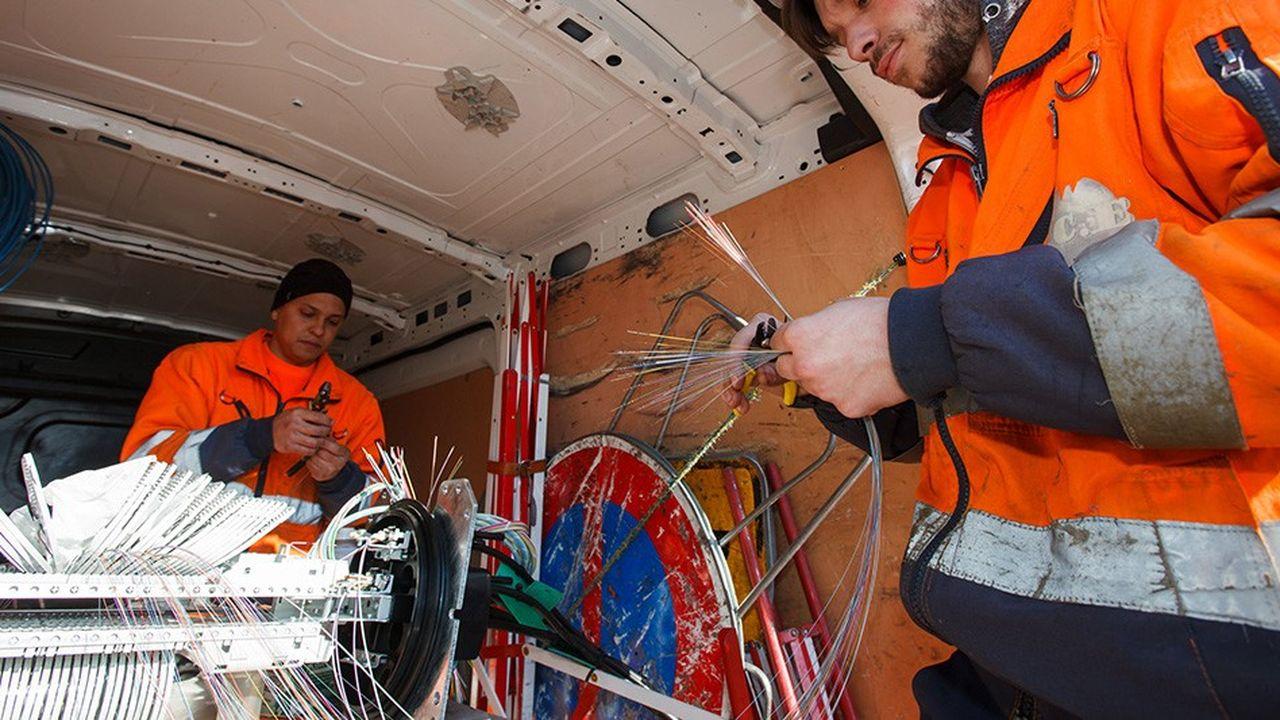 Dans les zones rurales, le déploiement de la fibre optique est cofinancé par l'Etat, les collectivités et les entreprises délégataires.