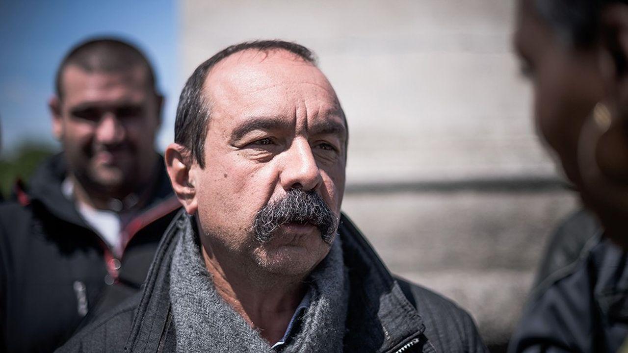 La CGT de Philippe Martinez rompt avec une orientation prise depuis la fin des années quatre-vingt-dix qui proscrivait l'appel à manifester aux côtés de partis politiques.