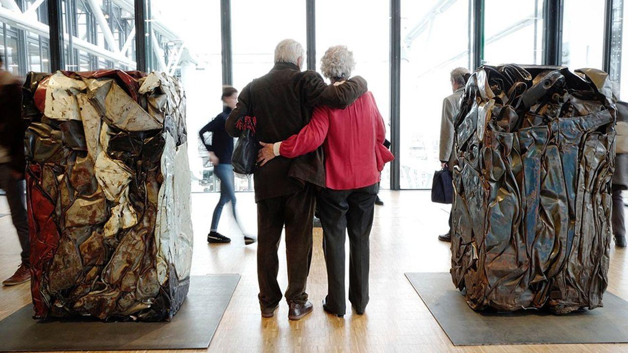 Une société de la longévité, où 90% des seniors préfèrent rester chez eux plutôt qu'en maison de retraite, implique de repenser le monde du travail, des villes et de l'habitat.