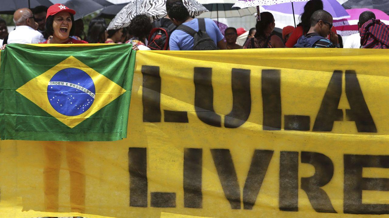 Brésil : la surprenante cote de popularité de Lula, ex-président en prison