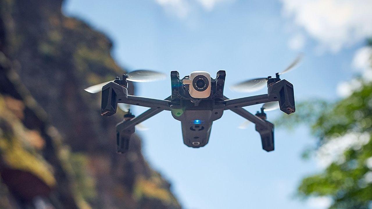 Equipé d'une caméra 4K capable de filmer dans toutes les directions, y compris à la verticale, l'Anafi s'adresse aux professionnels comme aux amateurs.