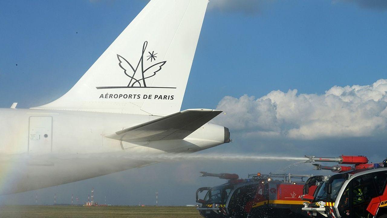L'exploitant des aéroports de Roissy-Charles De Gaulle et Orly est propriétaire de son foncier au contraire des aéroports régionaux, ce qui complique sa privatisation.