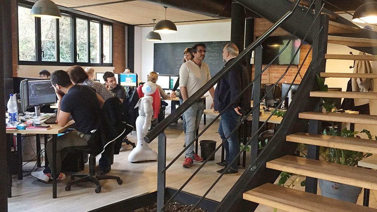 L'éditeur de logiciel a déménagé dans une ancienne grange à Castanet-Tolosan, au sud de Toulouse. C'est le personnel qui a choisi les meubles et les objets pour personnaliser les bureaux.