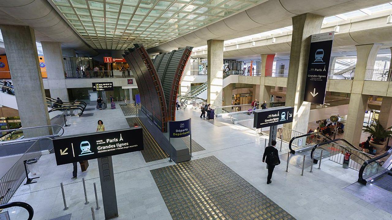 Le développement des recettes issues des boutiques et des revenus immobiliers soutient la rentabilité des aéroports.