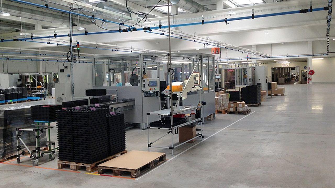 G. Pivaudran accroît sa capacité pour fabriquer de nouveaux produits, dont l'emballage en aluminium brossé d'un nouveau mascara de Chanel.