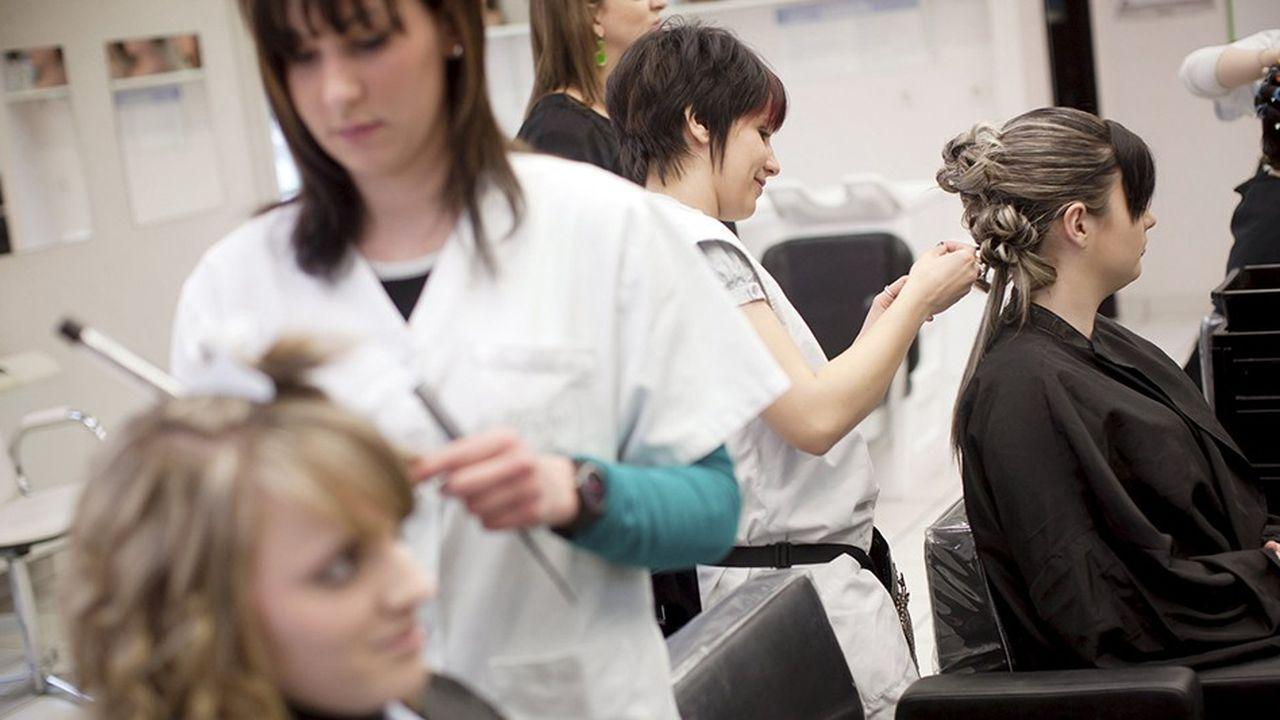 Six filles sur dix choisissent des métiers de services en apprentissage.
