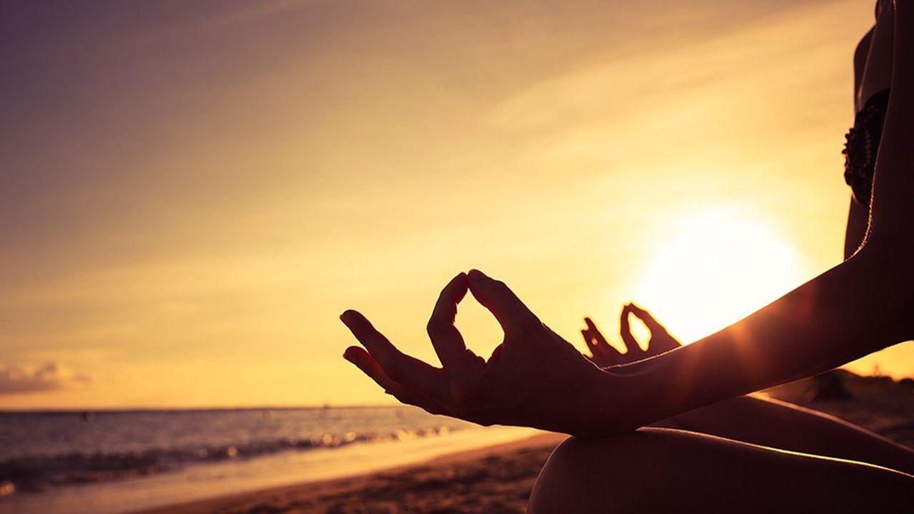 Méditer et faire du yoga sur la plagerelèvent des nouveaux rêves des vacanciers.