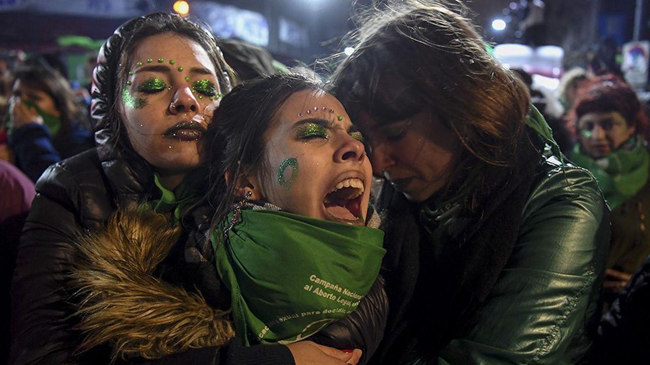 2197205_le-senat-argentin-rejette-la-legalisation-de-lavortement-web-tete-0302095691131.jpg