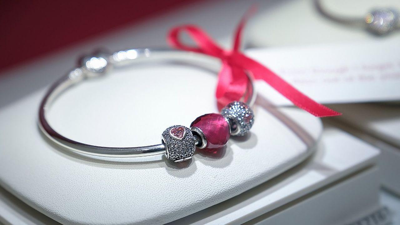 Le succès des «charms», ces bracelets personnalisés dont les pendentifs s'achètent entre quelques dizaines et quelques centaines d'euros pièce, marque le pas depuis deux ans.