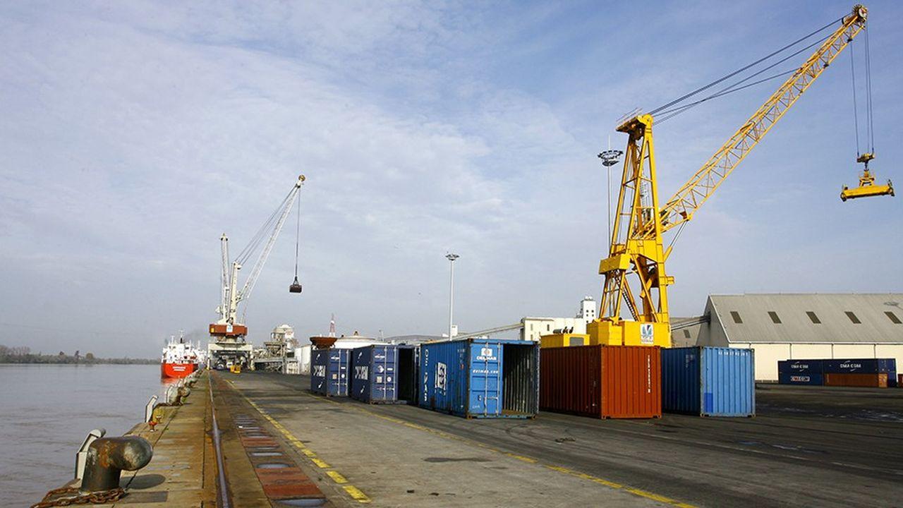 Le port autonome de Bordeaux, Terminal de Bassens.Grues de dechargement de conteneurs
