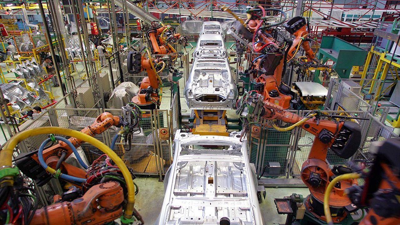 Créée en 1969, Oyak-Renault est la deuxième entreprise privée en Turquie. L'usine de Bursa peut produire 170.000véhicules par an et emploie environ 4.330personnes.