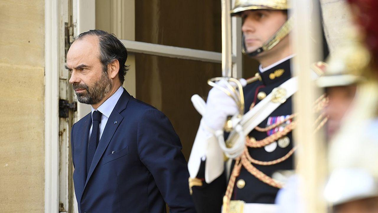 Le Premier ministre, Edouard Philippe, à l'entrée de Matignon.