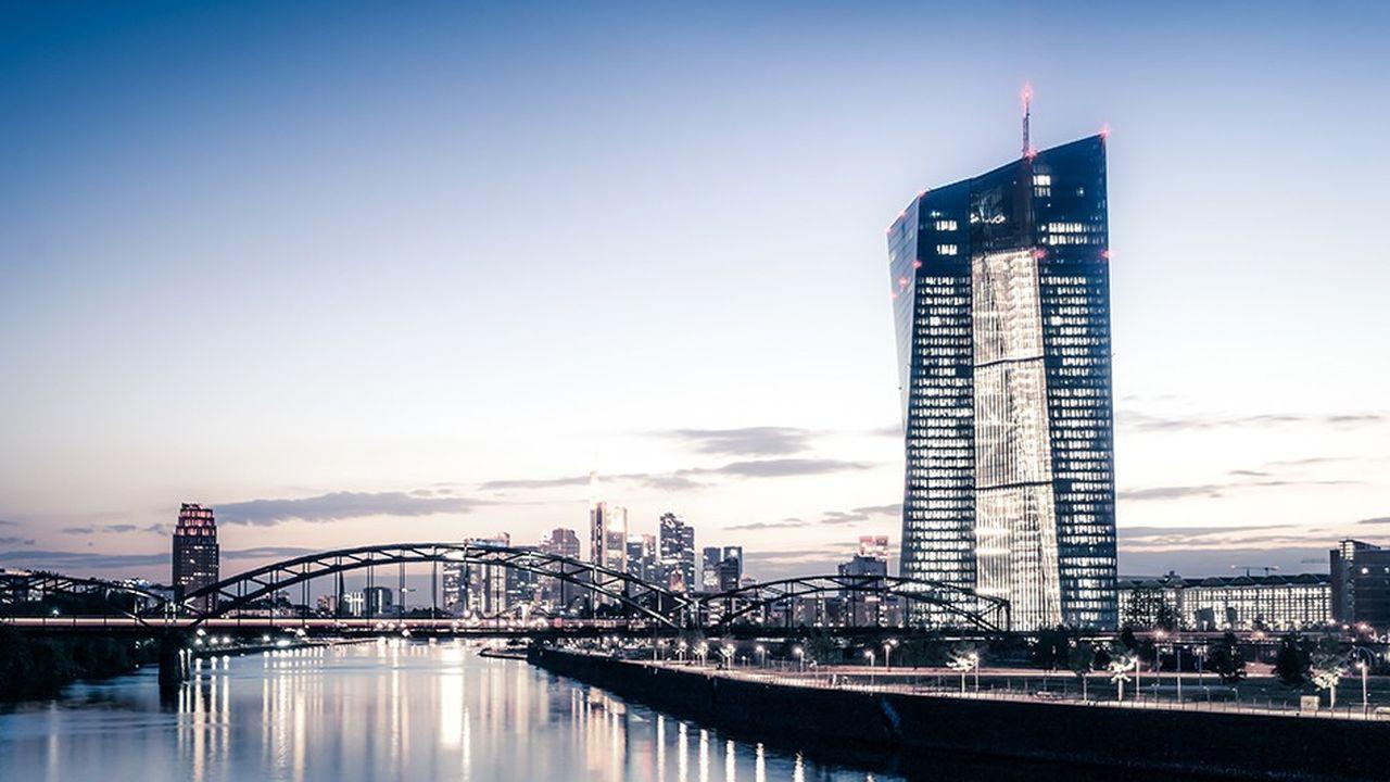 Sous l'effet de la réglementation, notamment, et grâce aux liquidités injectées par la BCE, les banques ont progressivement limité leur dépendance aux autres banques.