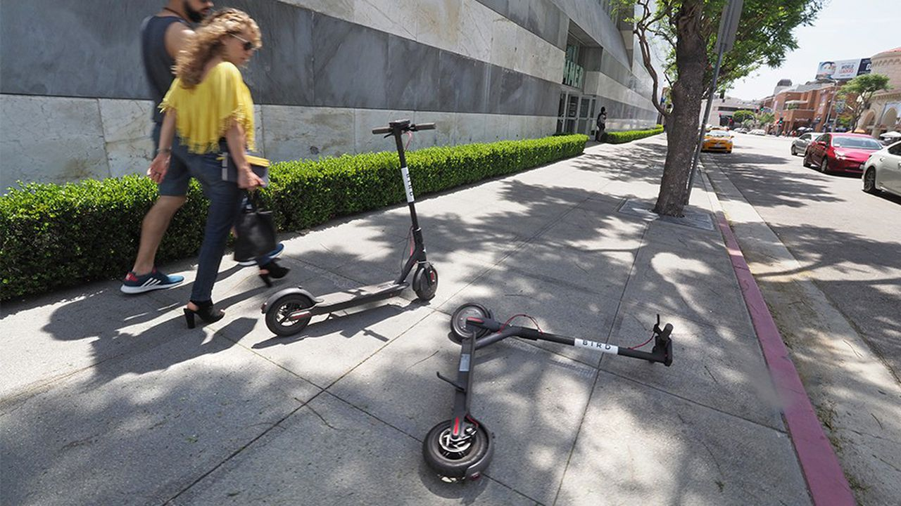 Certains habitants de Los Angeles se sont mis à vandaliser les trottinettes en libre-service, dont celles de Bird.
