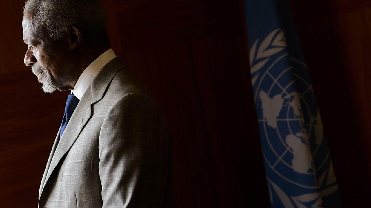Kofi Annan, qui a assuré deux mandats à la tête de l'ONU, a été unanimement salué comme un homme de paix. AFP PHOTO / FABRICE COFFRINI