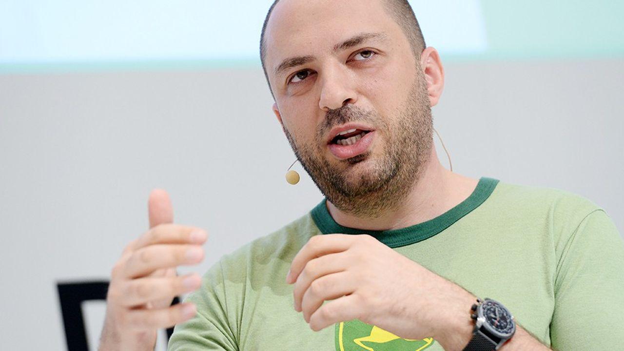 Jan Koum, cofondateur de WhatsApp ne travallait plus de manière effective au sein de l'entreprise depuis son rachat par Facebook. Il y assurait une présence pour toucher 1,2 milliard de dollars promis lors de la transaction.