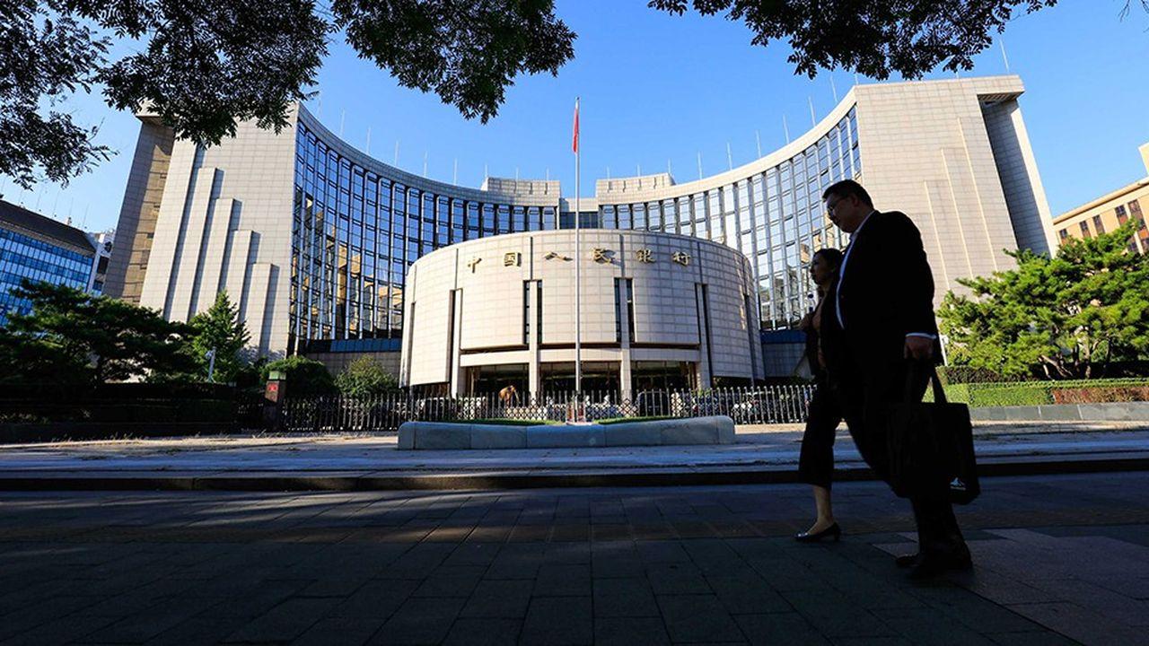 Confrontée à des signes de ralentissement et aux tarifs douaniers imposés par les Etats-Unis, les autorités chinoises incitent les banques à prêter davantage, notamment aux exportateurs.