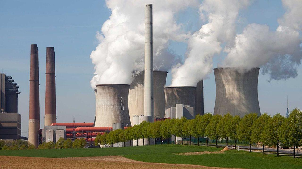 La hausse du prix du carbone, entamée au printemps et qui devrait se poursuivre jusqu'en 2023, va alourdir les coûts de production des centrales électriques au charbon, bien davantage que celles au gaz, nettement mois émettrices de CO2.