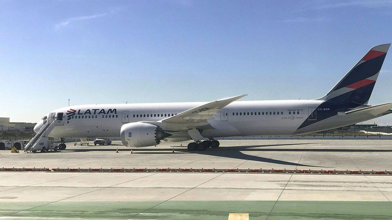 Un avion de Latam Airlines sur le tarmac de l'aéroport de Los Angeles, en janvier2017