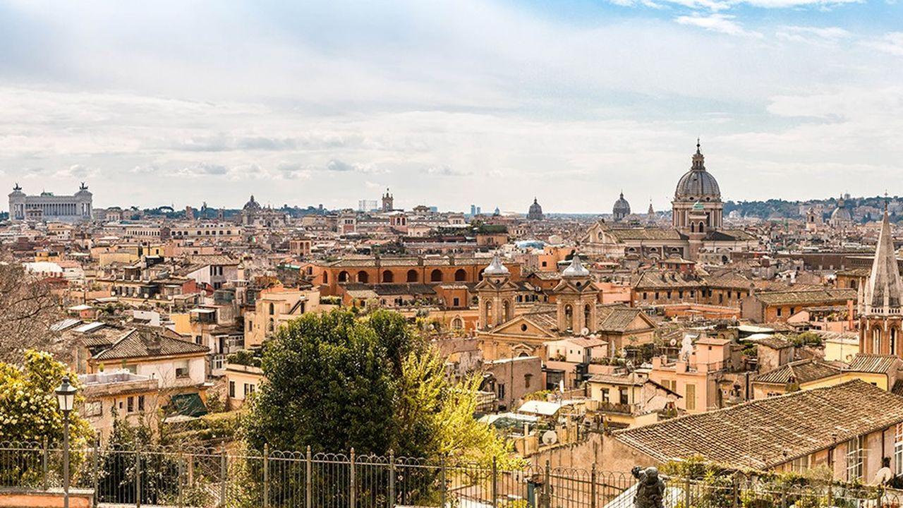 Le record de ventes nettes d'obligations italiennes par les non-résidents a été battu successivement en mai et en juin. Les négociations budgétaires concentrent l'inquiétude : les ventes d'obligations publiques se sont accélérées sur les deux mois.
