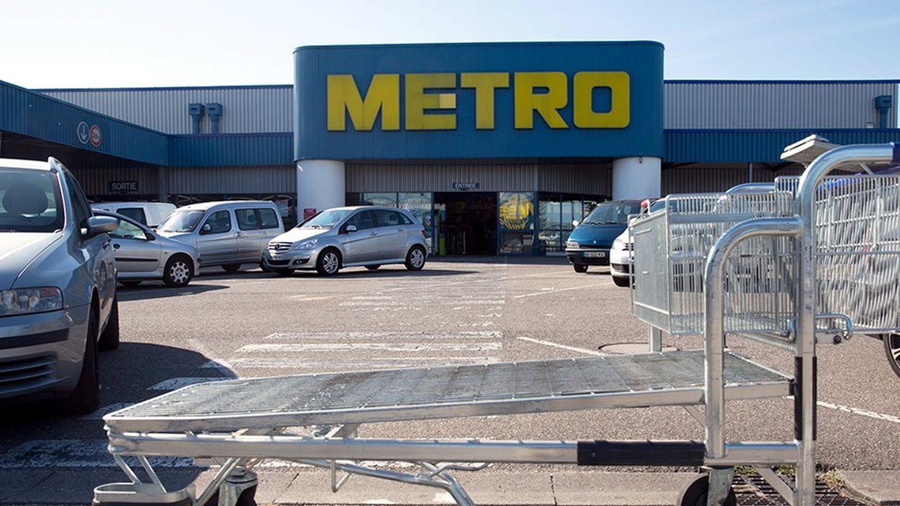 Ceconomy, qui détient 10% de Metro, a annoncé lundi discuter d'une cession de sa participation.