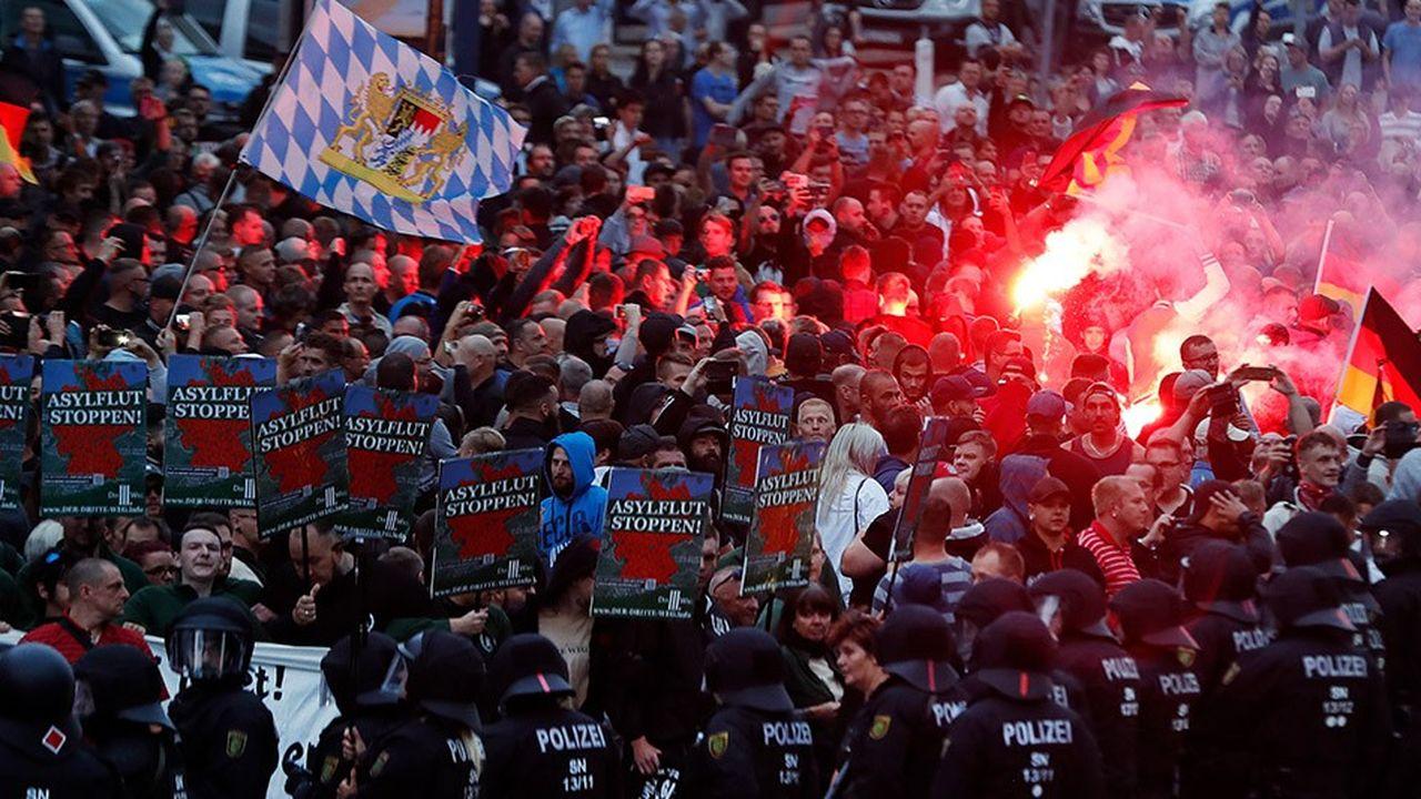 Les manifestations conduites dimanche et lundi dans la ville de Chemnitz par l'AfD et Pegida et les «chasses» à l'étranger qui s'y sont déroulées font grand bruit en Allemagne.