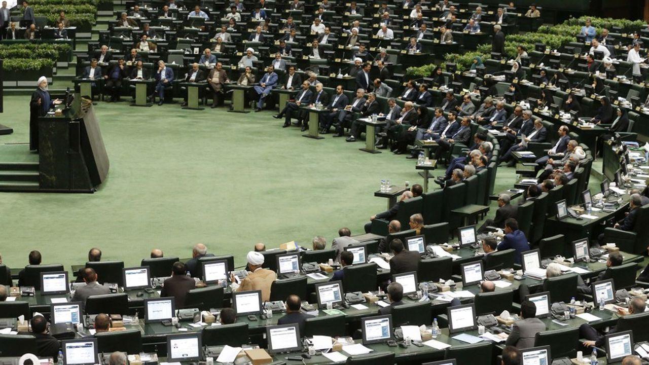 Le Parlement iranien a mis le président Hassan Rouhani sur le grill à propos de l'inflation galopante et du chômage.