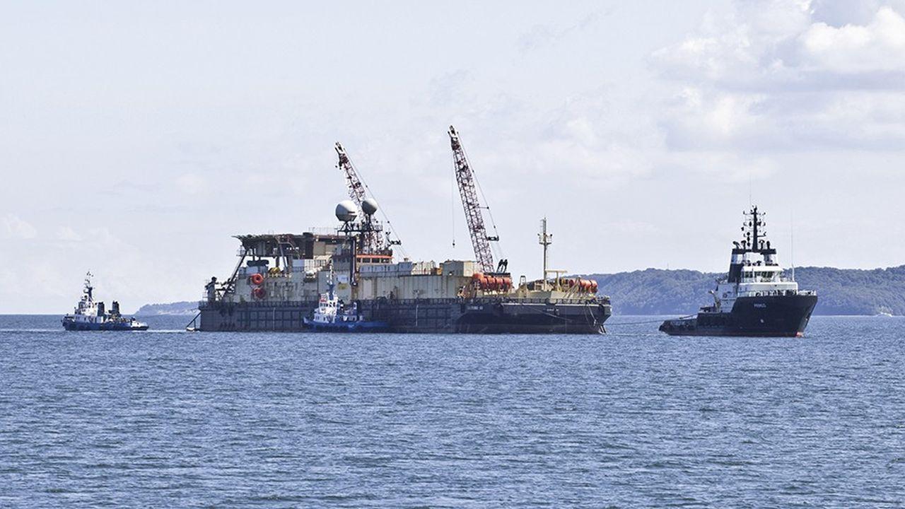 Huit ans après avoir installé le gazoduc Nord Stream, la barge de l'italien Saipem entame les travaux préparatoires pour la pose sous-marine des 1.230 kilomètres de tuyaux de Nord Stream 2, le projet à 9milliards d'euros du russe Gazprom.