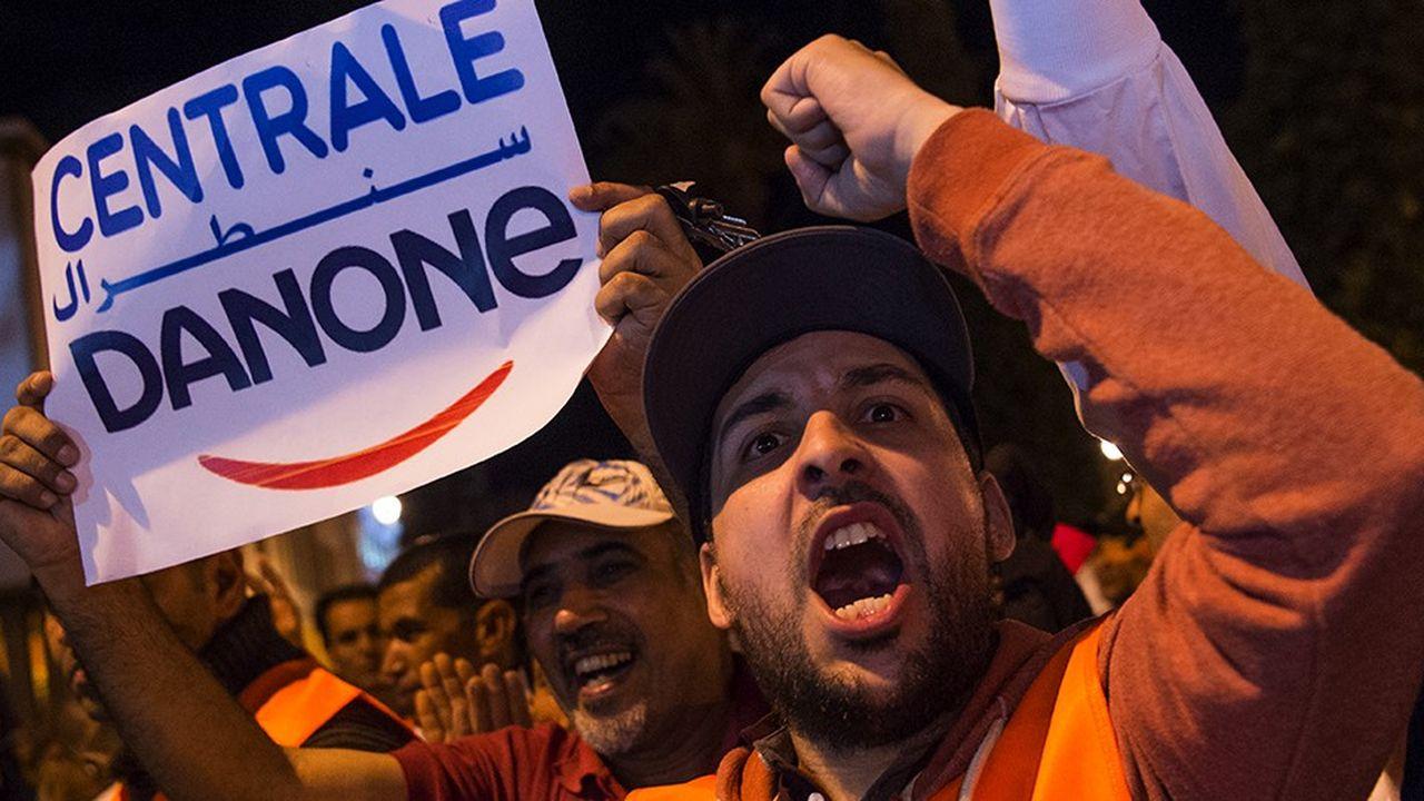 En juin, des salariés de Centrale Danone, la filiale marocaine du groupe français, ont manifesté à Rabat contre le boycott qui a lourdement pénalisé les résultats de l'enreprise. AFP PHOTO/Fadel SENNA