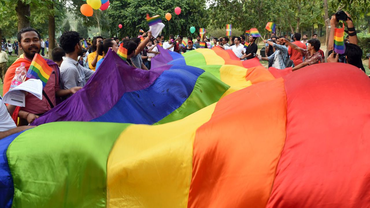 2202939_on-en-parle-a-new-delhi-linde-depenalise-lhomosexualite-web-tete-0302217660958.jpg