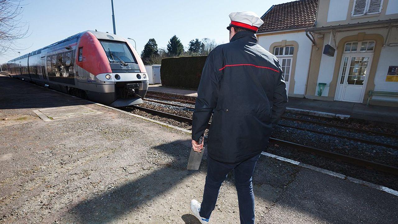 Le gestionnaire des infrastructures ferroviaires travaille à une panoplie de solutions pour réduire les coûts de maintenance et d'exploitation des petites lignes, et rendre ainsi leur coût supportable par les régions malgré le faible nombre de voyageurs.