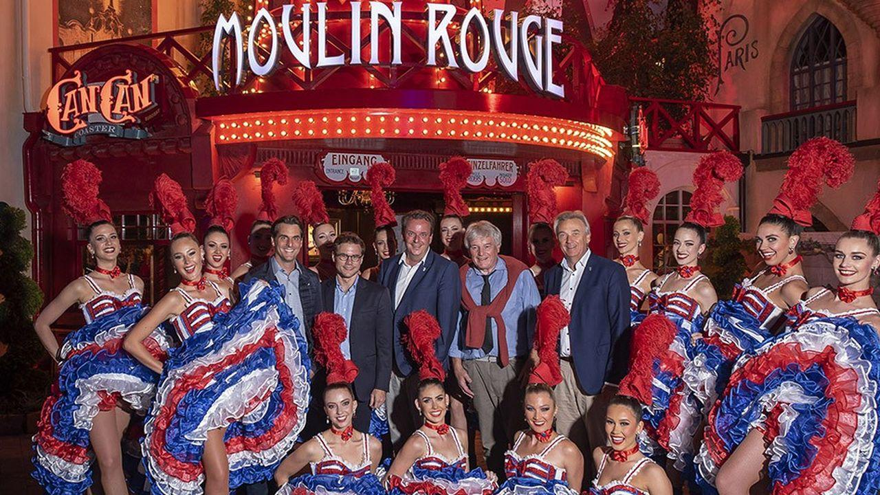La famille Mack, propriétaire d'Europa-Park, et la famille Clerico, propriétaire du Moulin Rouge, partenaires d'une des attractions vedette àson inauguration ce mercredi avec les danseuses de French Cancan.