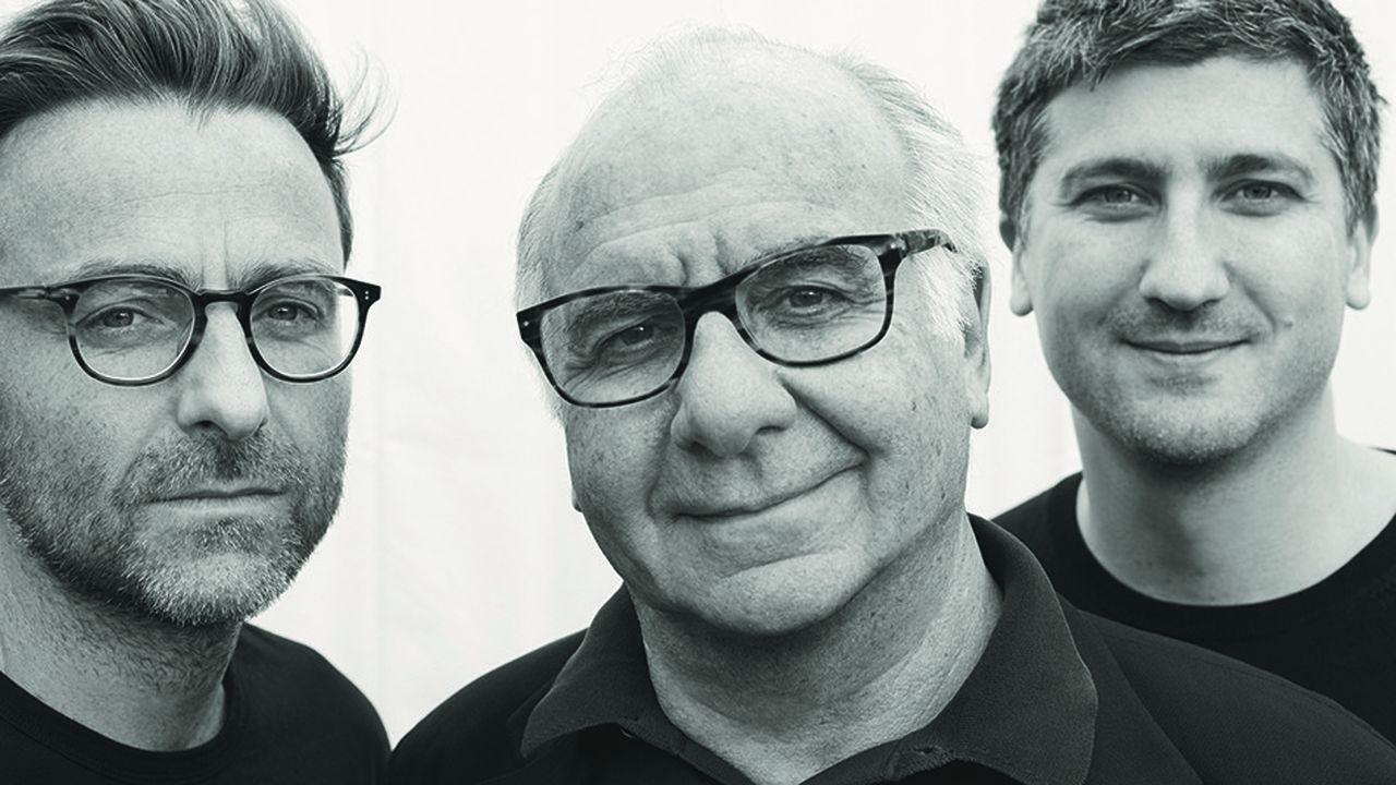 Serge Trigano entouré de ses deux fils, Benjamin (à gauche) basé à Los Angeles et Jérémie