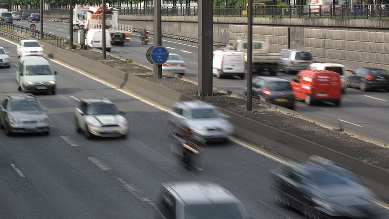 Les sociétés d'autoroutes proposent de financer la modernisation de portions d'autoroutes publiques aux abords des grandes villes (comme ici l'autoroute A1), en les intégrant dans leurs réseaux, en échange d'une prolongation de leurs concessions.