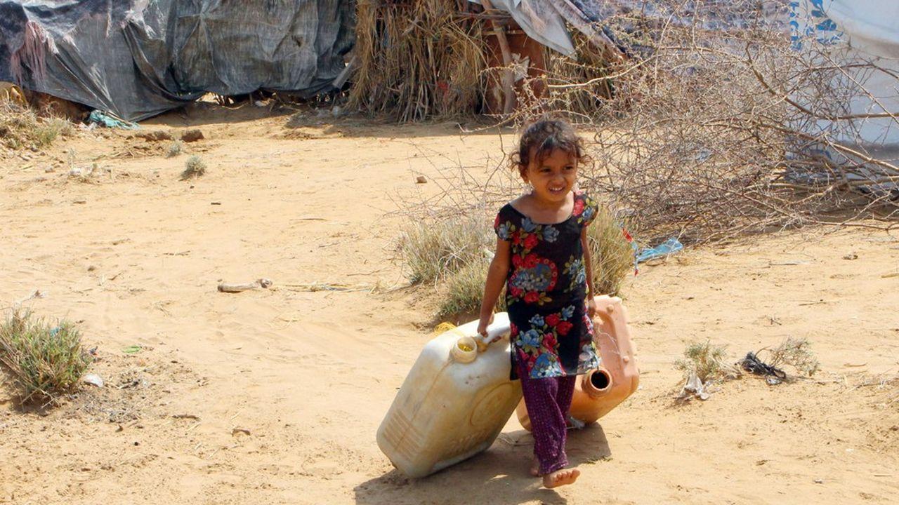 Au Yémen, la Banque mondiale estime que 8,4millions de personnes souffrent d'insécurité alimentaire grave et risquent de mourir de faim.