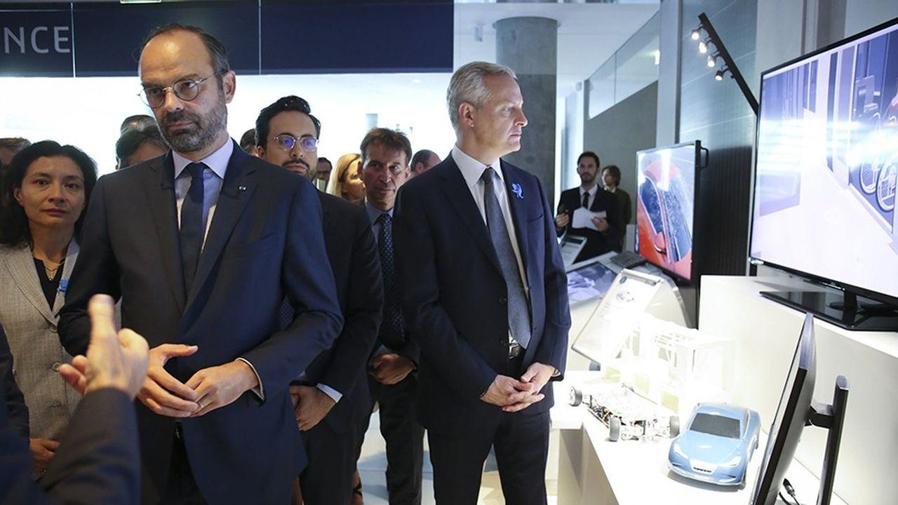 Le Premier ministre, Edouard Philippe, accompagné de Bruno Le Maire, ministre de l'Economie chez Dassault Systèmes jeudi matin.