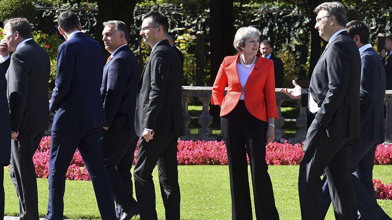 Si l'objectif du Sommet de Salzbourg était de monter que Theresa May continuait à avancer dans la négociation avec ses partenaires européens, c'est raté, à en lire ce matin les titres de la presse outre-Manche.