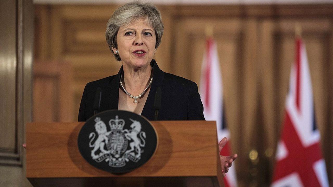 A Salzbourg, Theresa May a commis une double erreur. La presse britannique évoque une humiliation