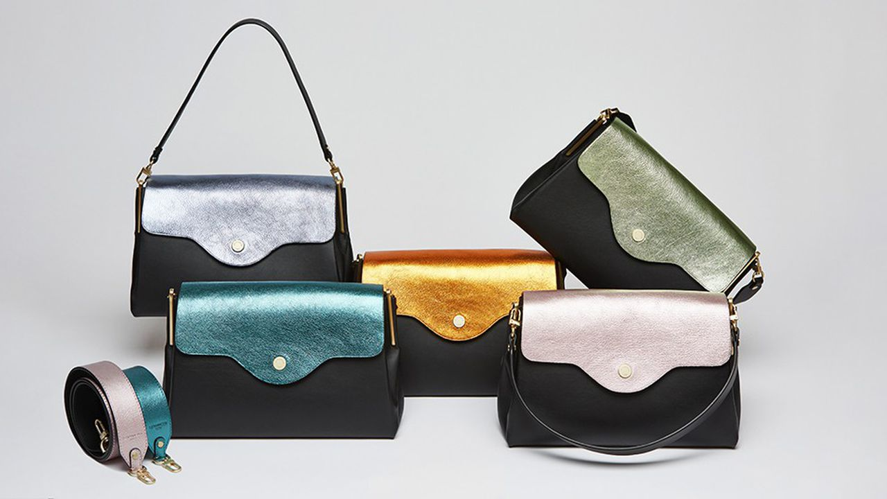 Le 1898, sac à main sans couture, est appelé à devenir un classique. Il est décliné pour la fin de l'année avec des teintes métalliques.