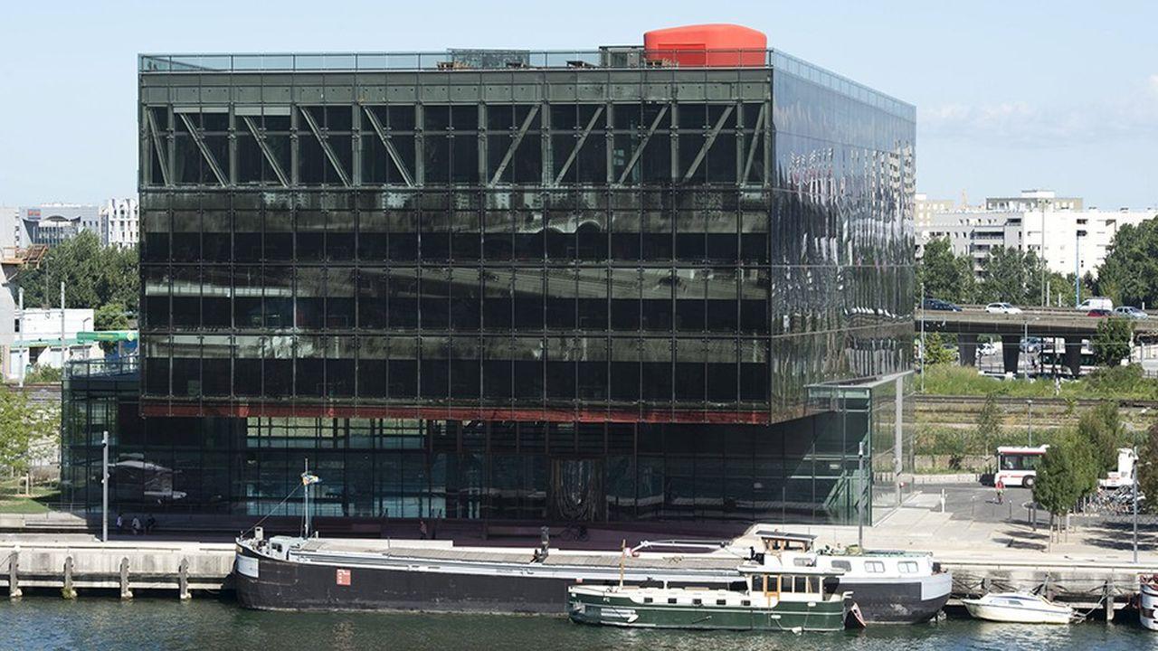 Le siège social de GL Events, le Dark Point d'Odile Decq, au bord de la Saône à Lyon.